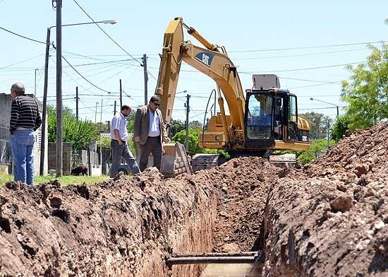 Bomberos locales trabajarán en la inundación que afecta a Luján