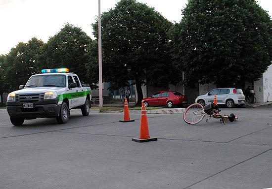 Ciclista muere tras ser chocado por un automóvil