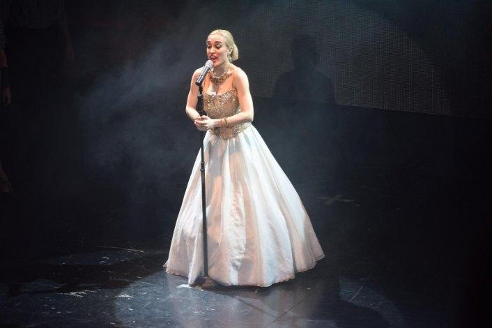 A sala llena se presentó Fátima Florez en el Teatro