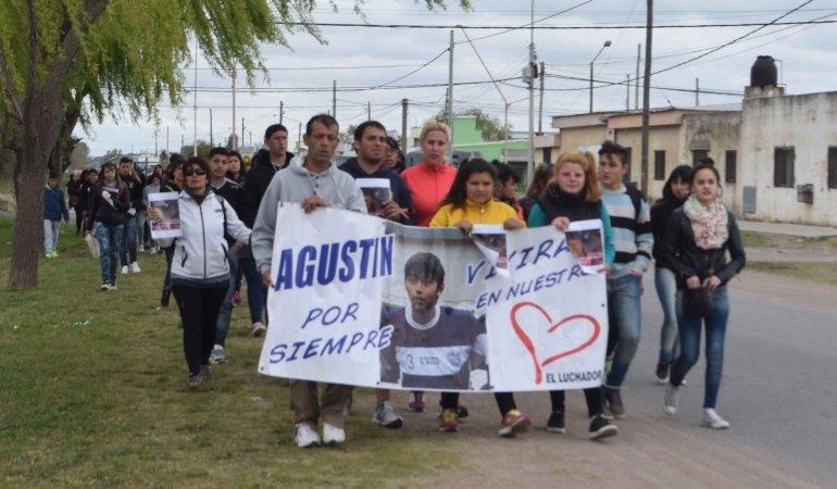 Marcharon por el aniversario de la muerte de un joven en un siniestro vial