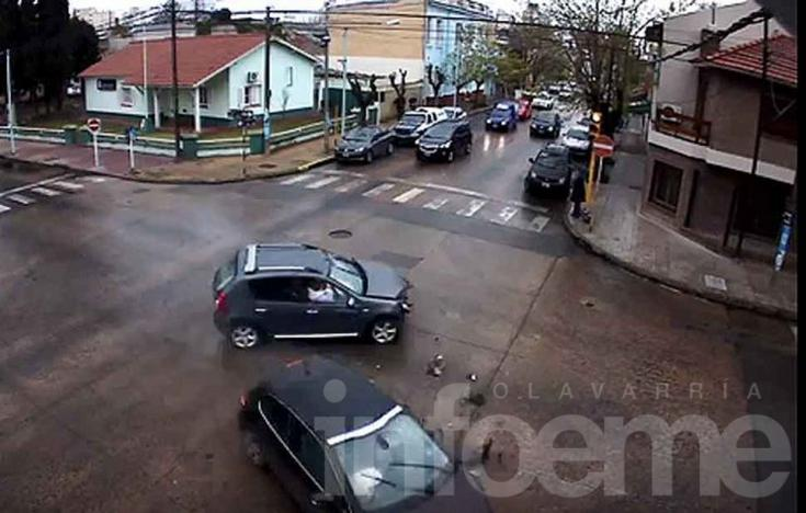 El video del accidente en la esquina de la Comisaría