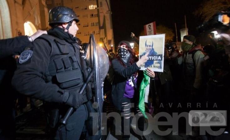 Incidentes frente a la Catedral de Mar del Plata: peleas y gases