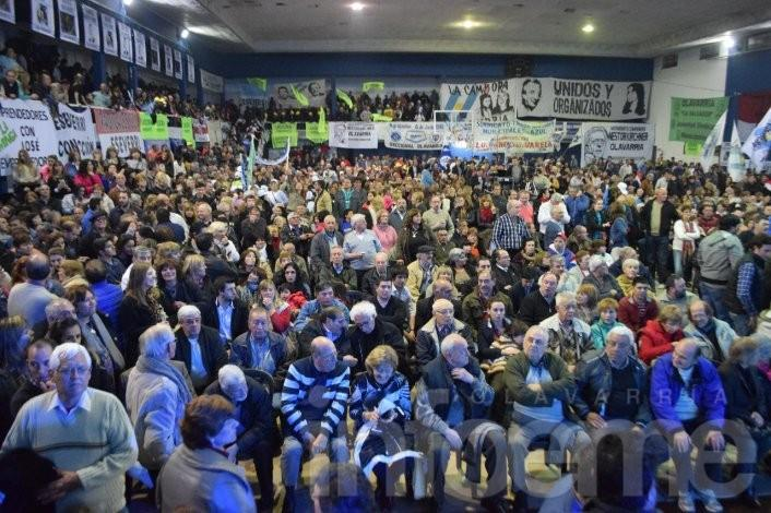El Frente para la Victoria se mostró unido en un multitudinario acto