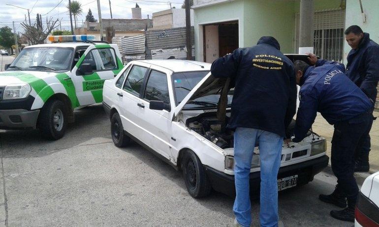 Recuperan dos Fiat Duna durante operativos