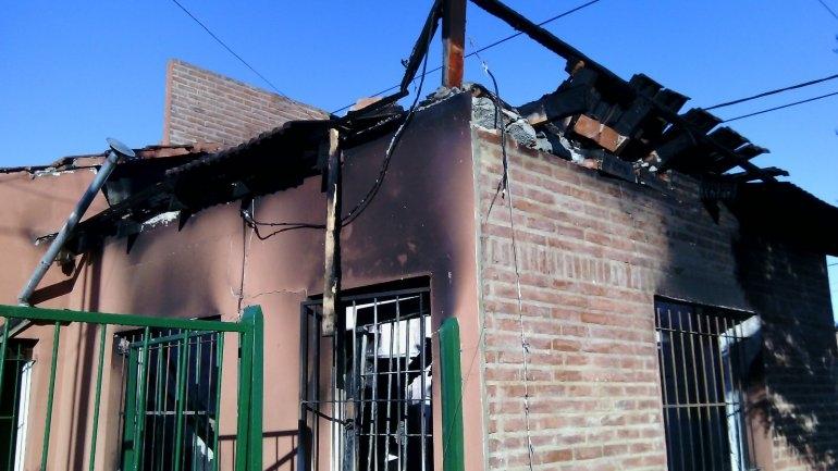 Un incendio en una vivienda del barrio Luján arrasó con todo