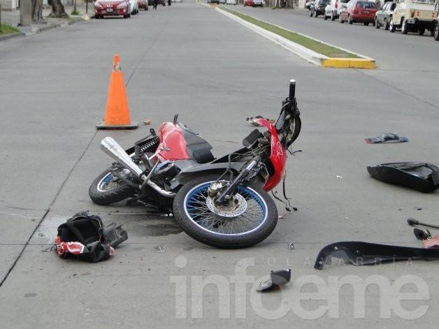 Motociclista herida en choque con camioneta