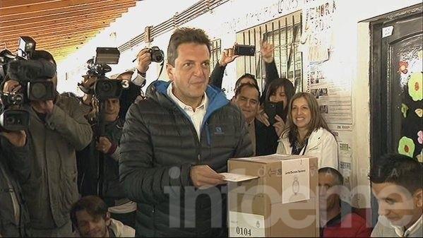 """Votó Massa: """"Que los argentinos llenen las urnas con sus sueños y esperanzas"""""""