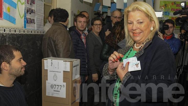 """Elisa Carrió votó en Recoleta y se mostró confiada: """"Vamos todos al ballotage"""""""