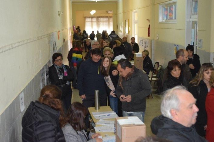 Hasta el mediodía, votó más del 40% del padrón en la Ciudad