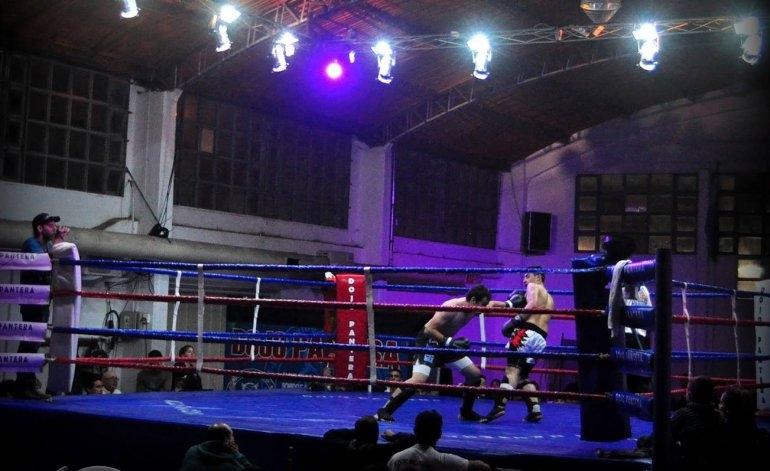 Ocho peleas y cinco exhibiciones coparon la Escuela Nº 51