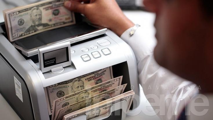 El dólar libre se desploma 26 centavos y se vende a $15,80