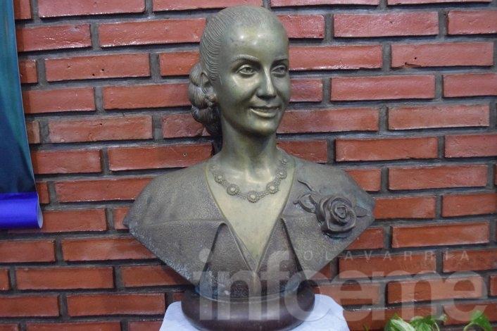 Piden que el busto de Eva Perón sea expuesto en el ámbito público