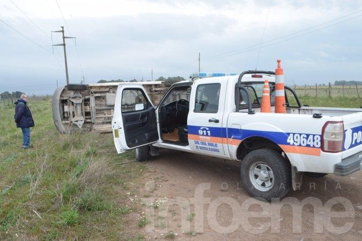 Dos heridos tras vuelco de una combi en Colonia Hinojo