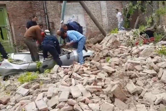 Video: La colaboración de la gente para despejar escombros