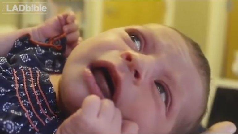 Increíble: el bebé solo se calma cuando escucha a David Bowie
