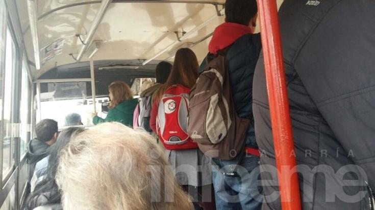 """Pasajeros de Nuevo Bus se quejan por viajar """"en malas condiciones"""""""