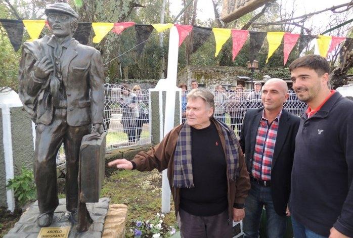 """EL HCD aceptó la escultura  """"El abuelo inmigrante"""""""