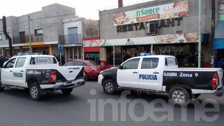 Un hombre armado se atrincheró en un comercio con un bebé