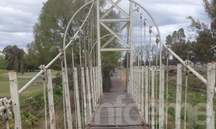 Piden el arreglo de otro puente colgante