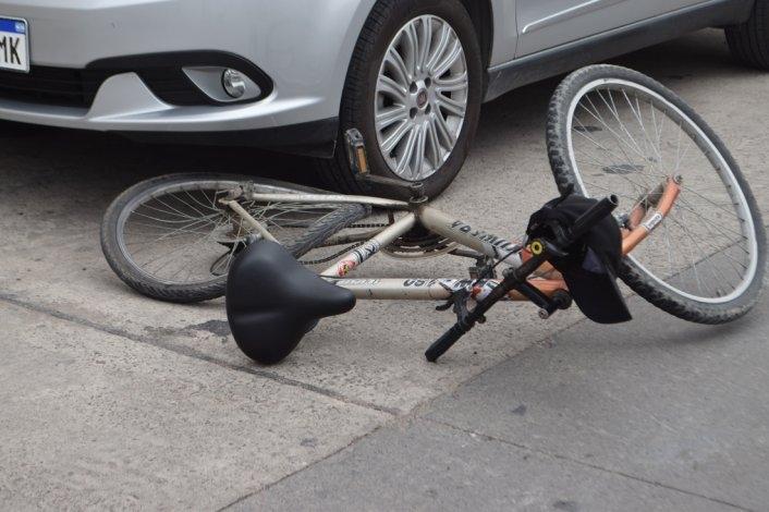 Sigue con pronóstico reservado en ciclista accidentado