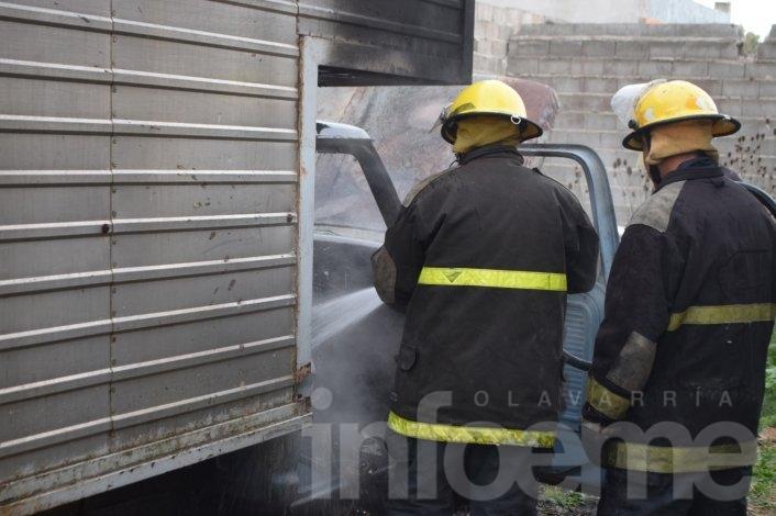 Video: así apagaron el incendio de la camioneta