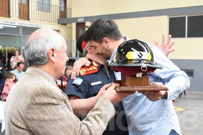 Distinciones y ascensos en el acto por el aniversario de Bomberos