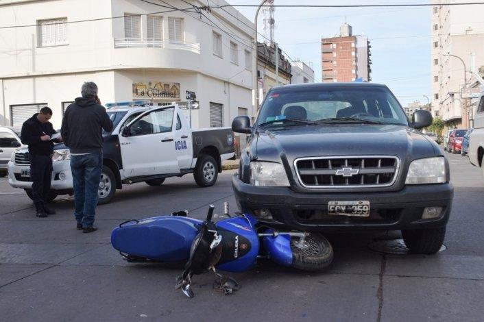 Motociclista herido al chocar con camioneta