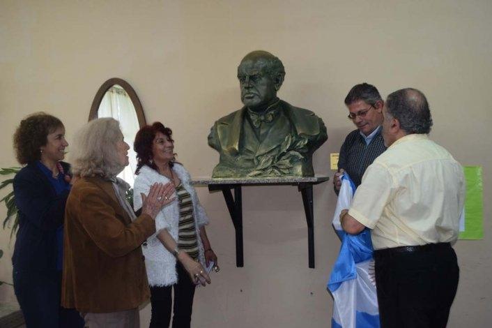 Reinauguraron el busto a Sarmiento en la ex escuela Nacional