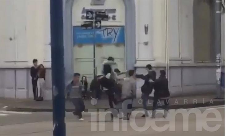 Impactante video muestra brutal pelea en pleno centro de Olavarría