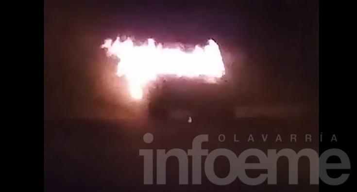 Video: así se incendiaba una camioneta durante la madrugada
