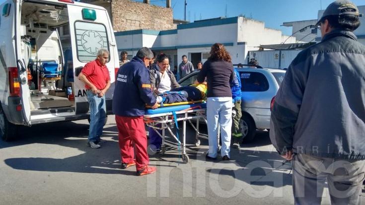 Un hombre se descompensó, chocó  y fue hospitalizado