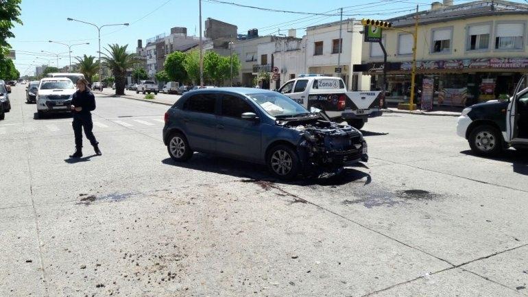 Ni el semáforo evitó un violento choque