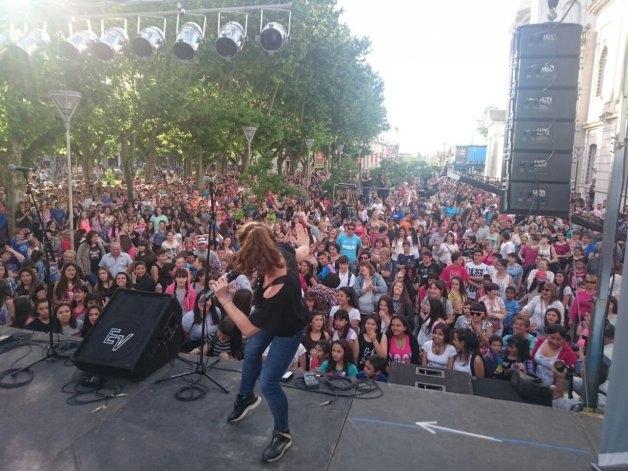 """Vecinos y artistas manifiestan su apoyo a FM """"Moebius"""""""