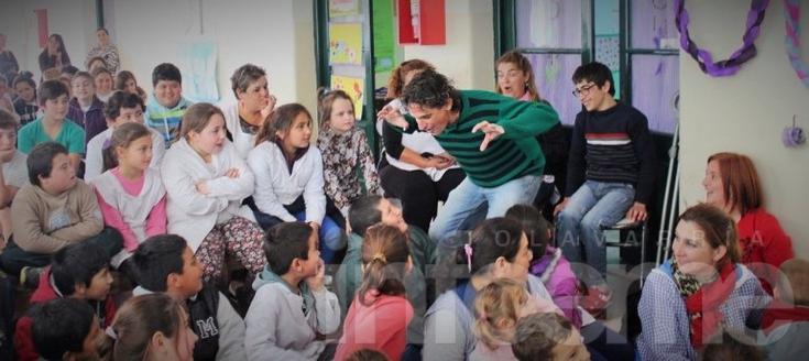 """Valicenti respaldó a """"Los Cincuenta que cuentan"""" en Tapalqué"""