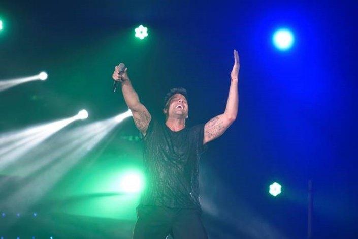 Ricky Martin sedujo a una multitud en el DirecTV Arena