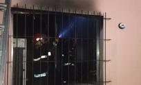 Desesperante: vecinos rescataron a mujer que quedó atrapada en un incendio