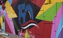 Escuelas se suman a pintar el puente de Av. Colón