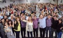 El peronismo se congregó en el club Mariano Moreno