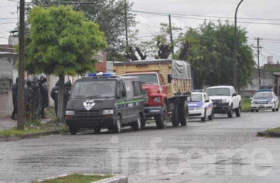 Dos aprehendidos por balear una vivienda en barrio La Loma