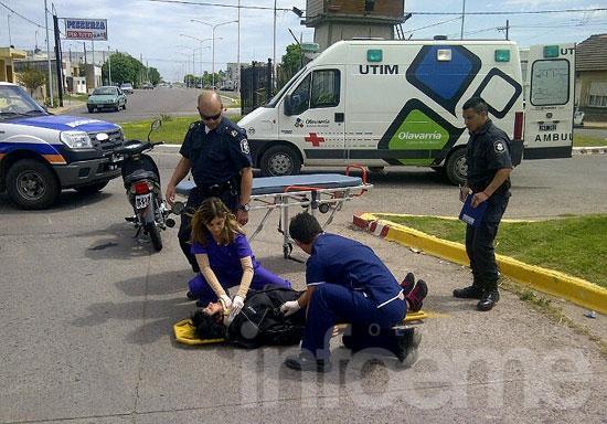 Atropelló a una motociclista y escapó