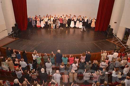 El Ballet Folklórico Municipal celebró sus 20 años en el Teatro