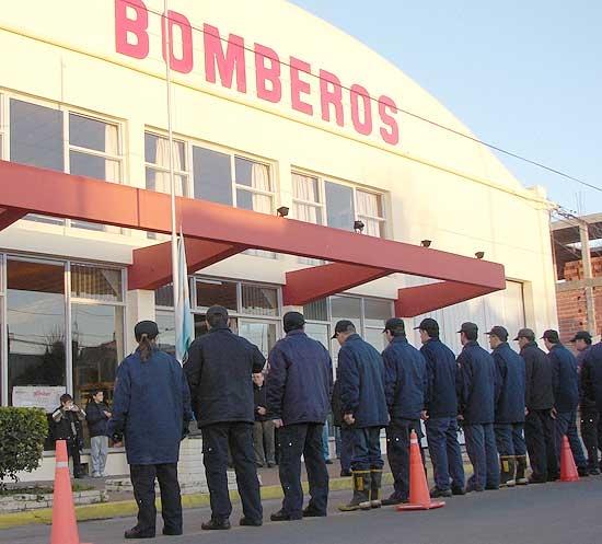 Dirigentes de Bomberos viajaron a Holanda para comprar equipos