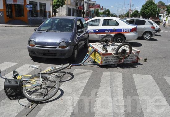 Ciclista herido en choque con automóvil
