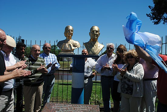 Emplazaron los bustos de Perón y Evita en el Parque Lara