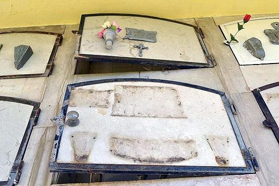 Importantes destrozos en el cementerio de Espigas