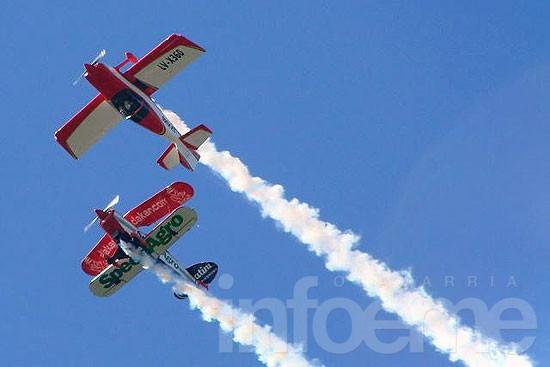 Un impactante festival aéreo se suma al aniversario de Olavarría