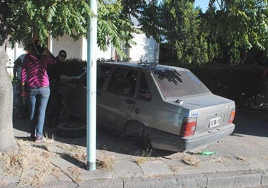 Quiso evitar el choque con otro auto y atropelló a un peatón