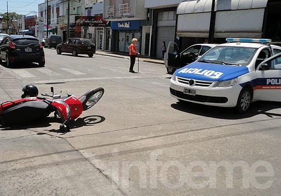 Motociclista herida en choque céntrico