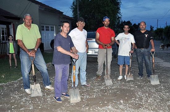 Vecinos del Uocra arreglaron calle por sus propios medios