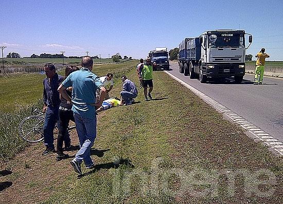 Camión atropelló a tres ciclistas en la ruta 226